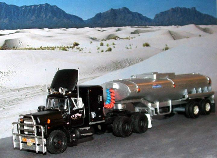 rubber duck mack rs700l tank trailer. Black Bedroom Furniture Sets. Home Design Ideas