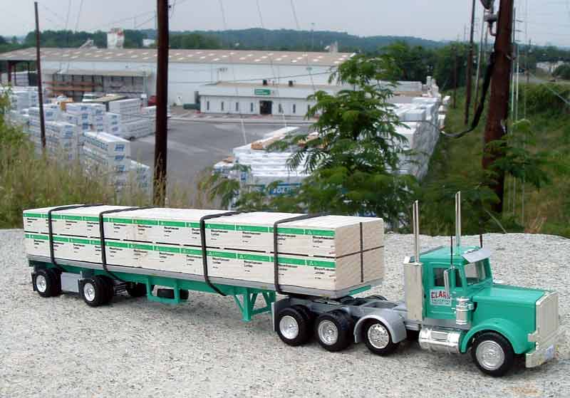 CanFor Canadian Forest WITH 48/' 2 axle Flatbed Trailer HO 1//87 Lumber Load
