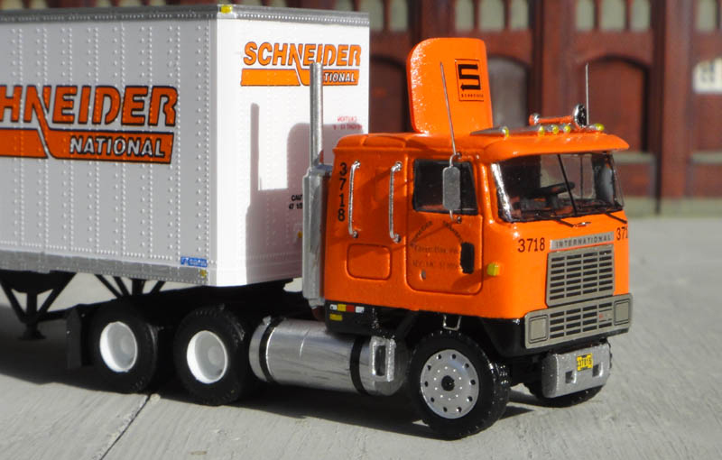 Schneider National International 9670 Truck Tractor 48 Trailer